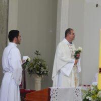 Pe. Hernaldo conduz Semana Santa em São Pedro do Avaí - MG