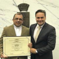 Pe. Jesus Neres de Souza recebe Título de Cidadania Honorária