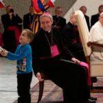 Menino com autismo interrompe a audiência geral e Papa nos dá um ensinamento