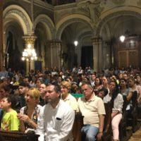 Venezuelanos celebram popular Festa da Divina Pastora na Basílica do Santíssimo Sacramento em Buenos Aires.