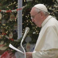 Papa: resgatar os símbolos cristãos natalianos perdidos no imaginário comercial