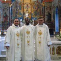 Três religiosos sss ordenados diáconos