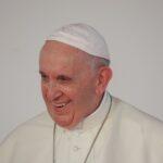 Positiva a convalescência pós-operatória, o Papa se alimenta regularmente