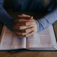Os religiosos e religiosas